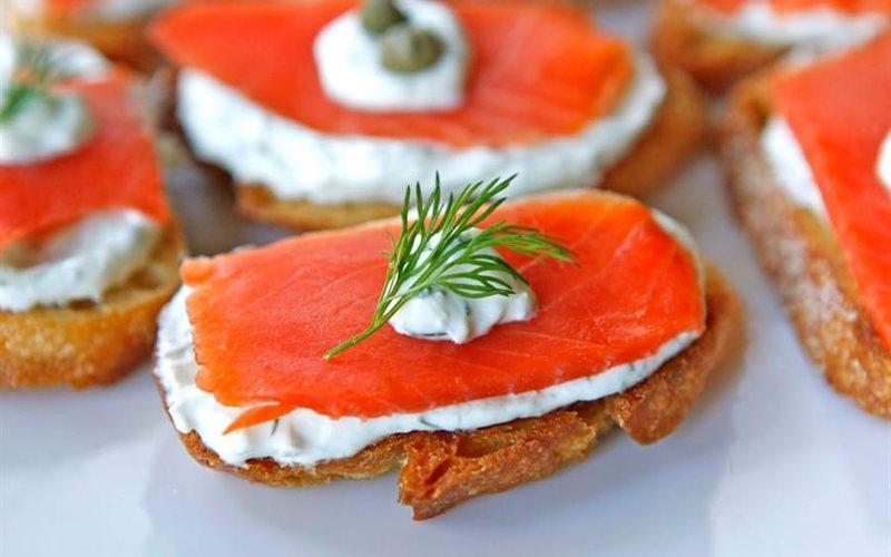 Cá hồi xông khói kẹp bánh mì thơm ngon, dễ làm cho cả nhà
