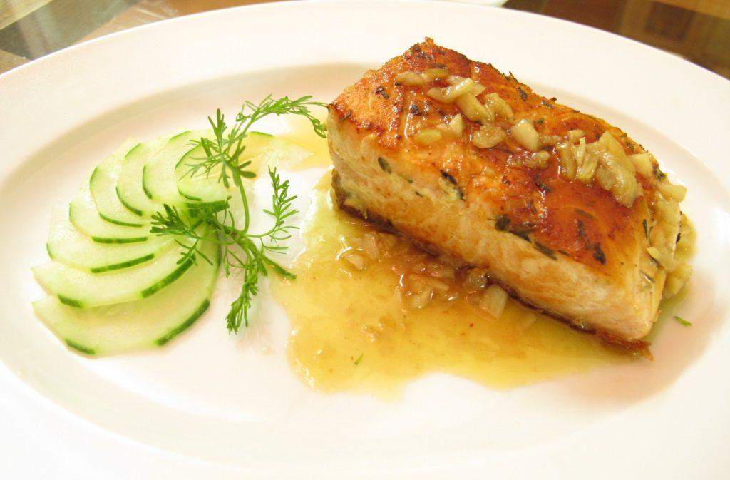 Cá nướng bơ tỏi mùi vị đặc biệt, tốt cho sức khỏe