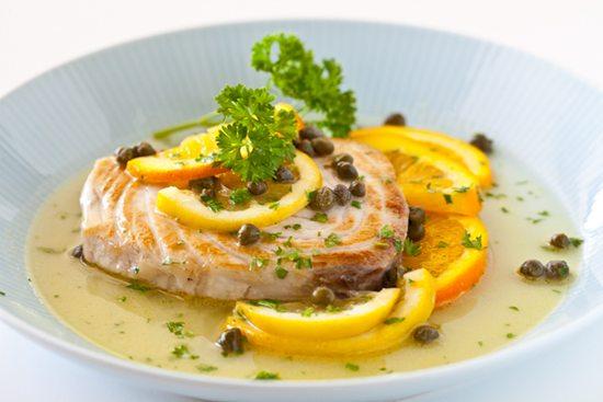 Thơm ngon lạ miệng món cá hồi rưới sốt cam