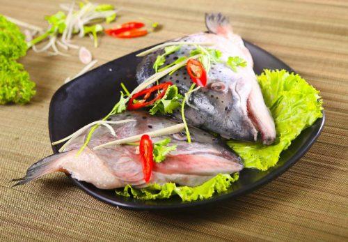 Cách chế biến đầu cá hồi không tanh