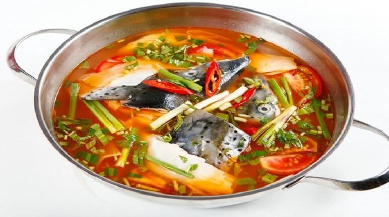 Món lẩu cá hồi thơm ngon chiêu đãi cả nhà