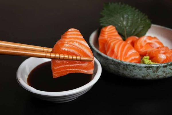 Hãy để riêng wasabi và nước tương để cảm nhận mùi vị của từng gia vị