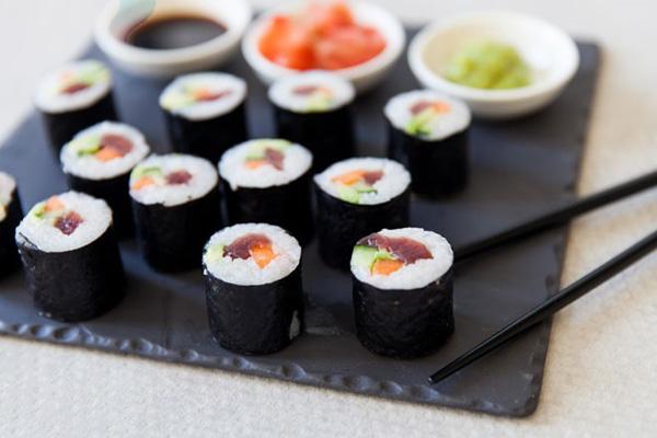 Sushi cá hồi chín siêu ngon, siêu đẹp mắt