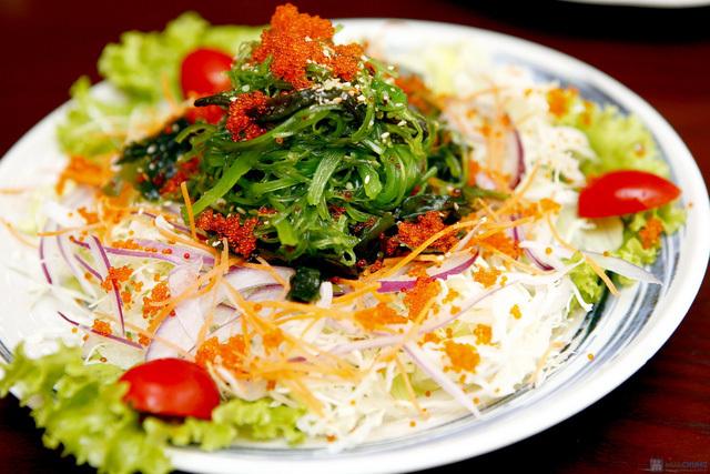 salad trứng cá hồi