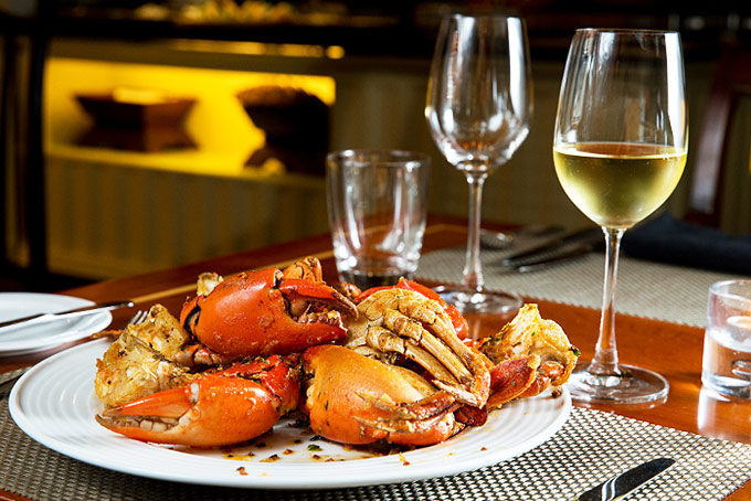 Uống vang trắng khi ăn hải sản là sự kết hợp hoàn hảo nhất