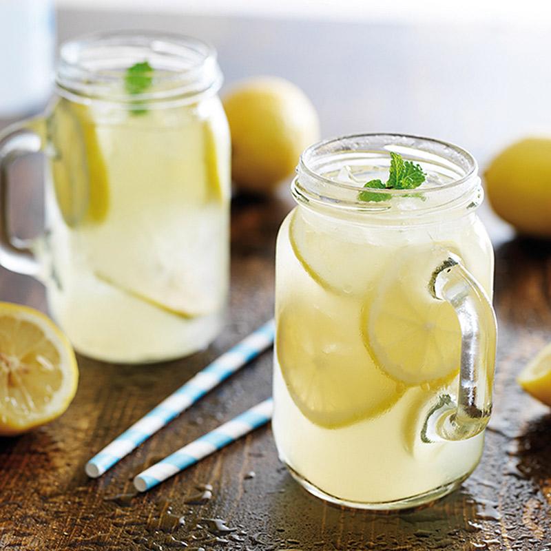 Một cốc nước chanh có thể giảm triệu chứng
