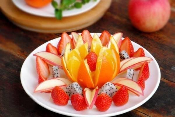 Tráng miệng hoa quả sau ăn hải sản 1 - 2 tiếng là tốt nhất