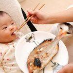 Chuyên gia giải đáp: Trẻ mấy tháng ăn được hải sản?